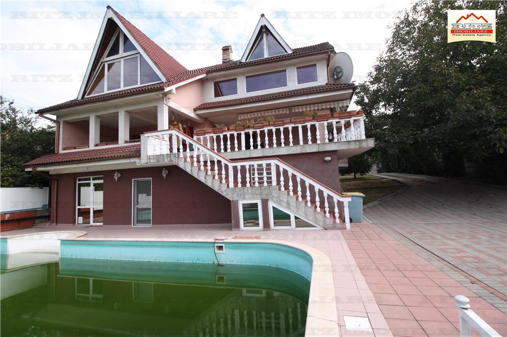 NOU PE PIATA ! Vila spatioasa Sc= 868 mp.cu piscina si teren !