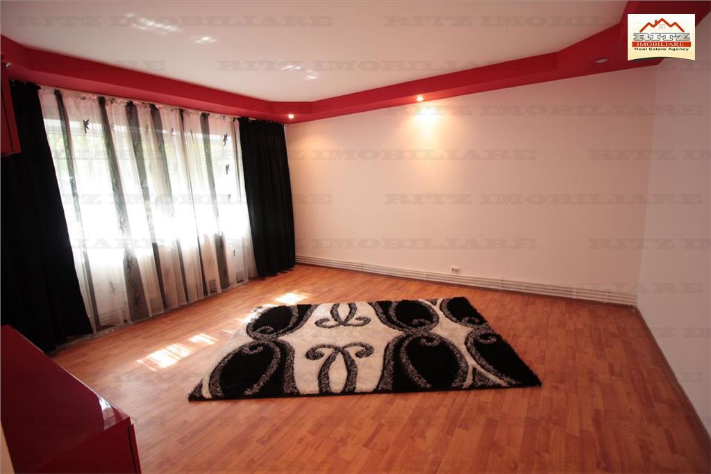 NOU !!! Apartament cu 3 camere decomandat !!!