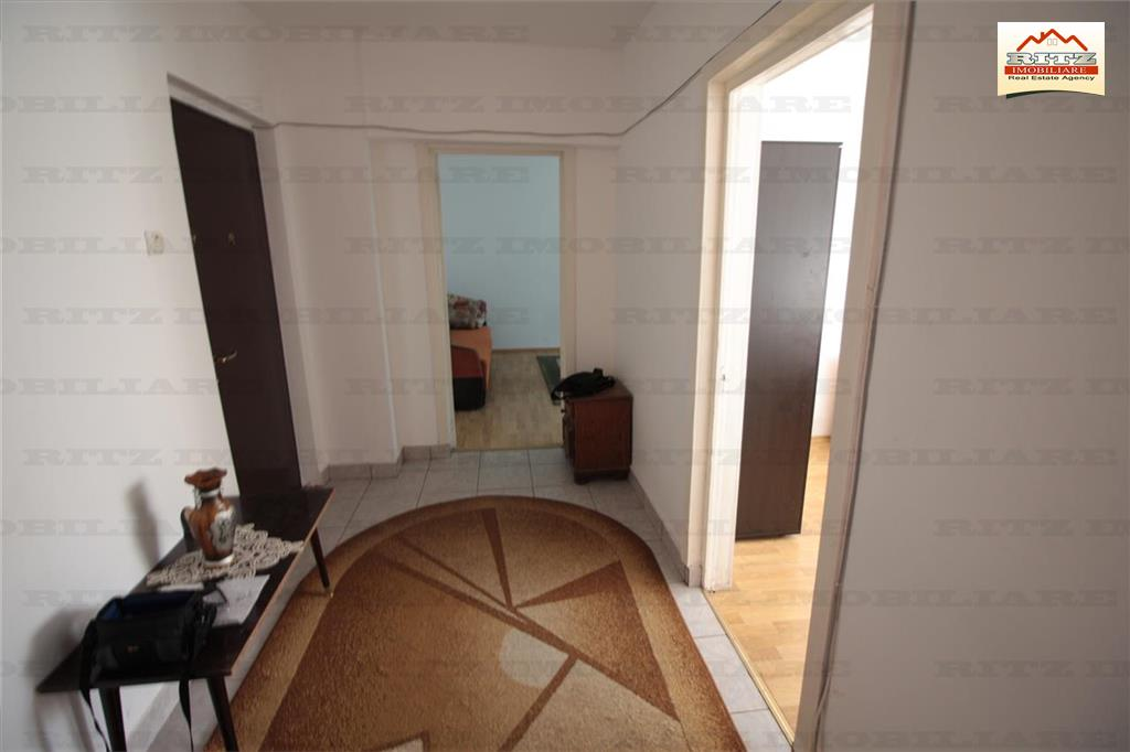 ACUM ! Apartament 2 camere si boxa, et.3,zona Arcului